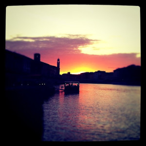 Pisa tramonto sull'Arno