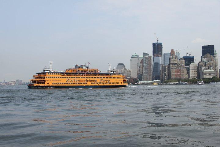 Il One World Trade Center in costruzione visto dal fiume Hudson