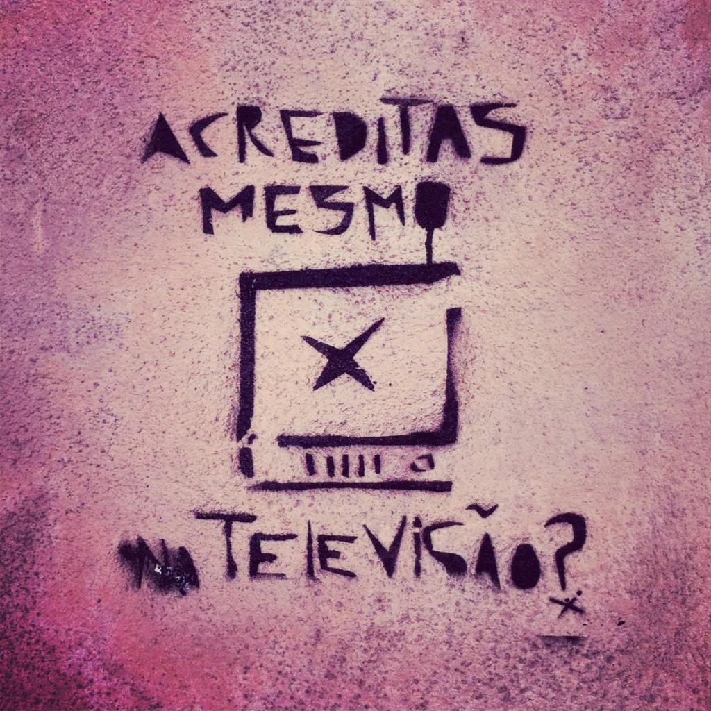 Credi davvero nella televisione? - Vicino a Rua do Século