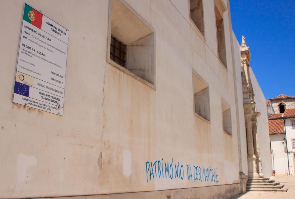 Sul palazzo che ospita il ministero dell'Istruzione: Patrimonio della disumanità