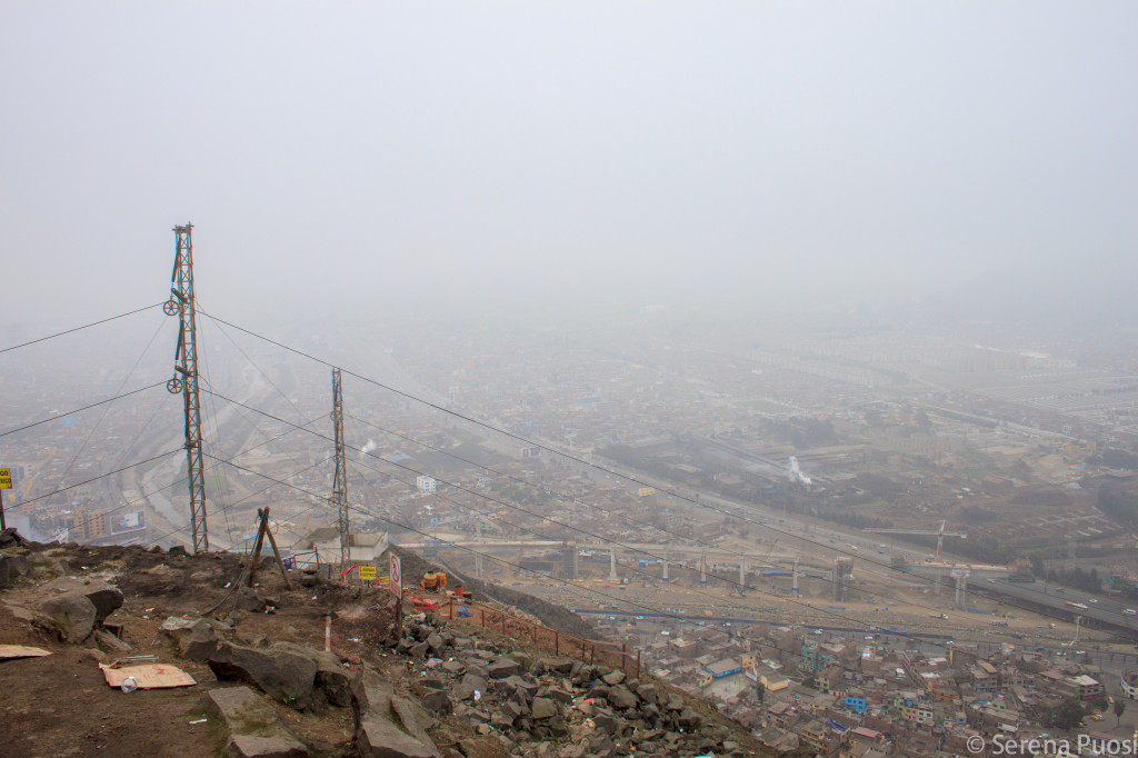 I quartieri poveri di Lima visti dal colle San Cristóbal