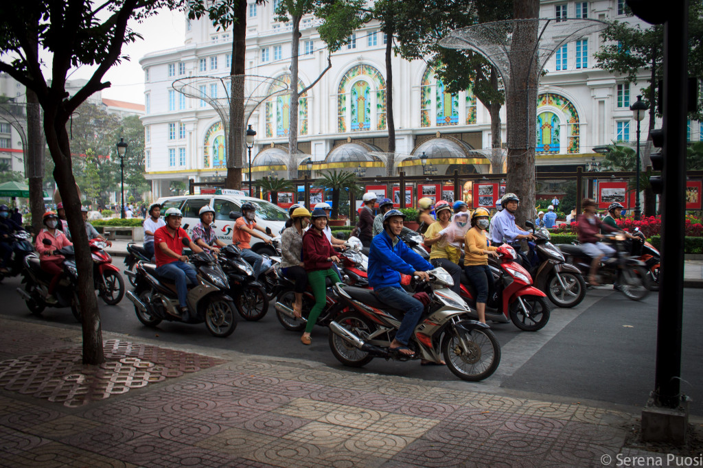 Motorini in coda a Saigon