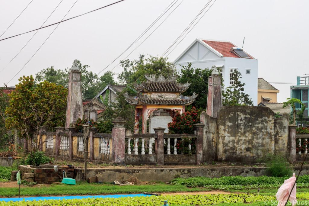 Tombe di famiglia nei campi