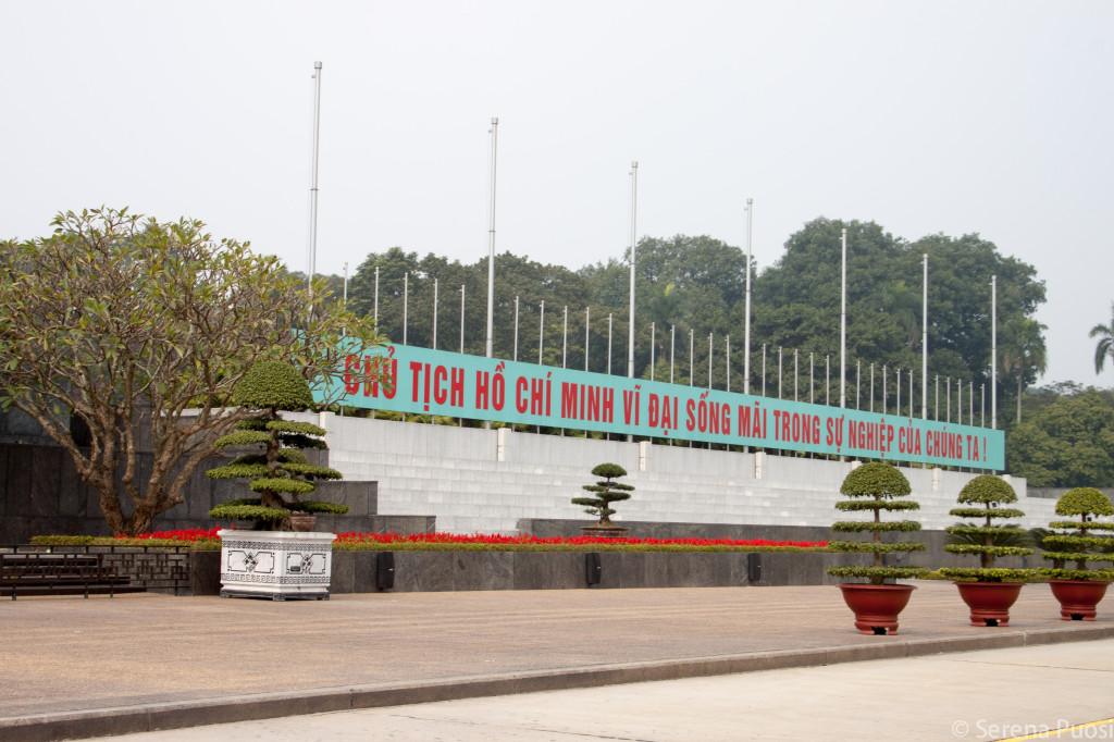 Scritta fuori dal Mausoleo di Ho Chi Minh