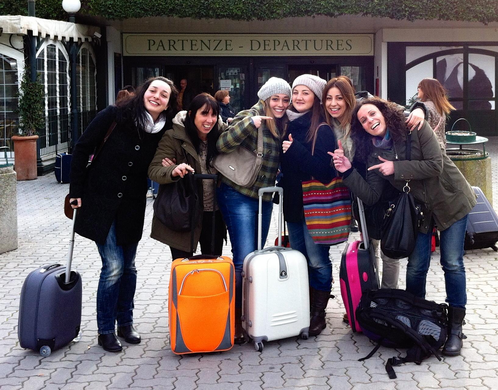 Prima della partenza di fronte all'aeroporto di Pisa
