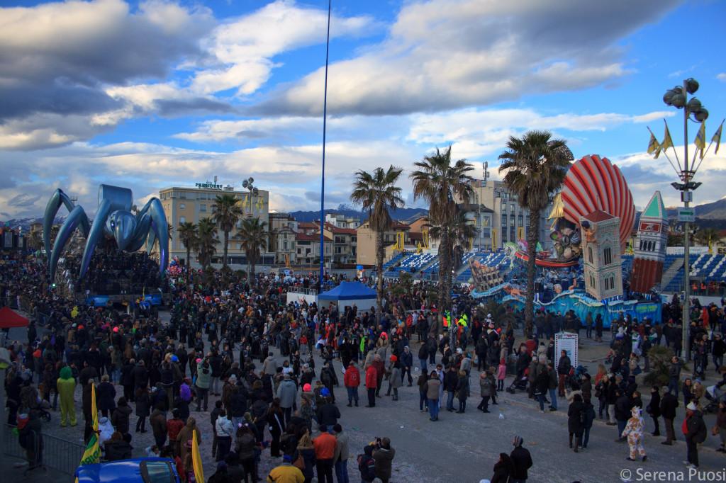 I carri arrivano in Piazza Mazzini, clou dell'evento