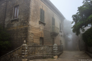 Erice nella nebbia