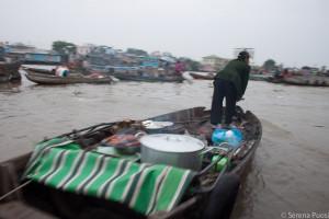 Venditrice di cibo da strada a Cai Rang