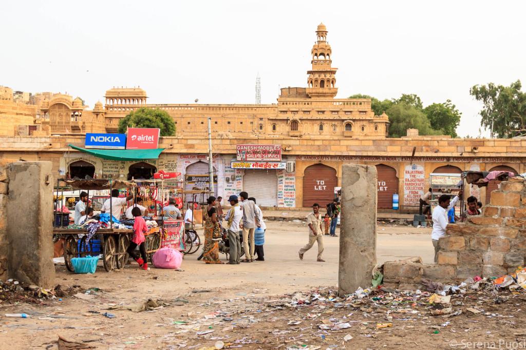 Sporcizia all'ingresso di Jaisalmer
