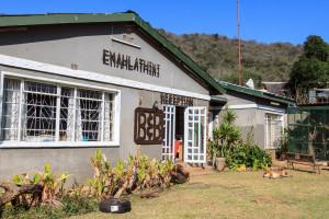 Emahlathini Guest Farm
