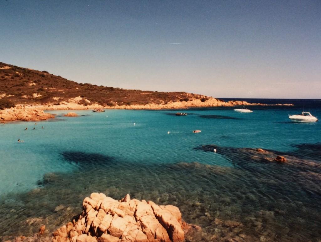 Viaggi-vintage-tre-itinerari-in-Sardegna-mare-cristallino