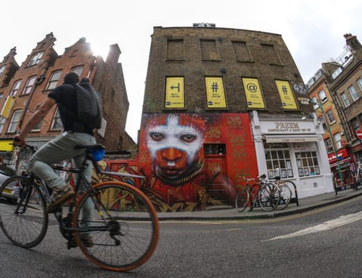 street-art-londra-brick-lane-bicicletta