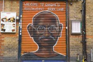 street-art-londra-brick-lane-gandhi