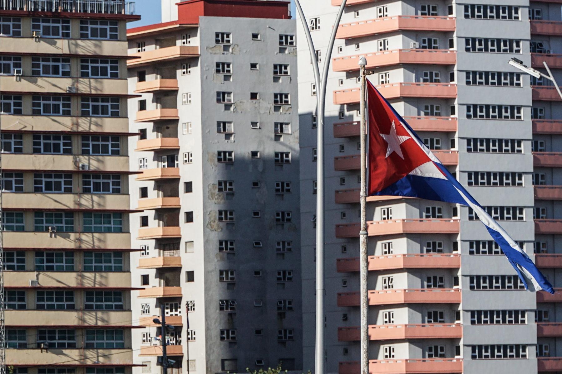 10-ragioni-per-amare-l-avana-bandiera-cubana