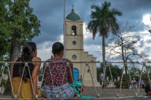 Viñales-piazza-della-chiesa