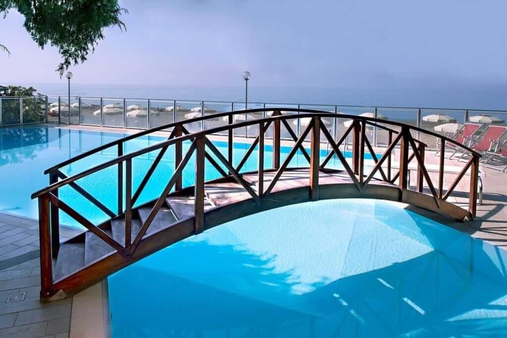piscina hotel i ginepri