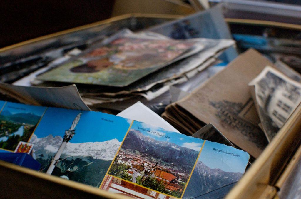 scatola di cartoline