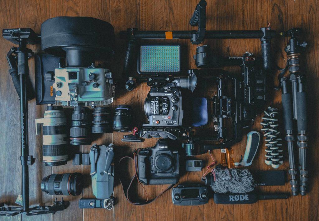 attrezzatura-da-viaggio-macchina-fotografica
