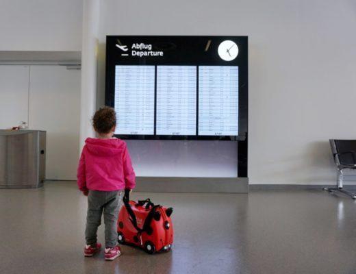 bambini in aeroporto