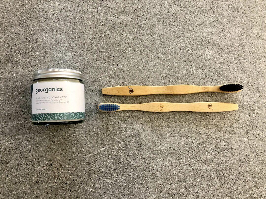 spazzolino di bambù e dentifricio ecologico